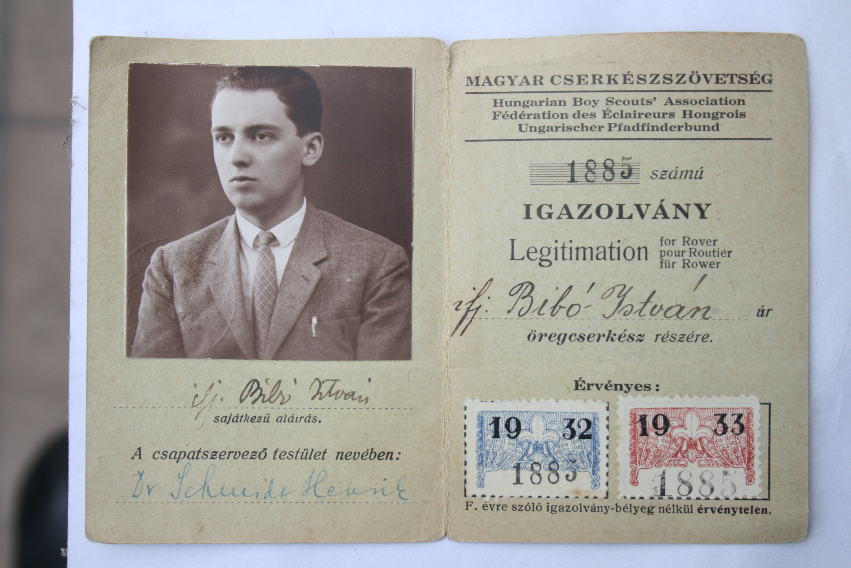 Certificate of 'old scout István Bibó Jr.' 1933
