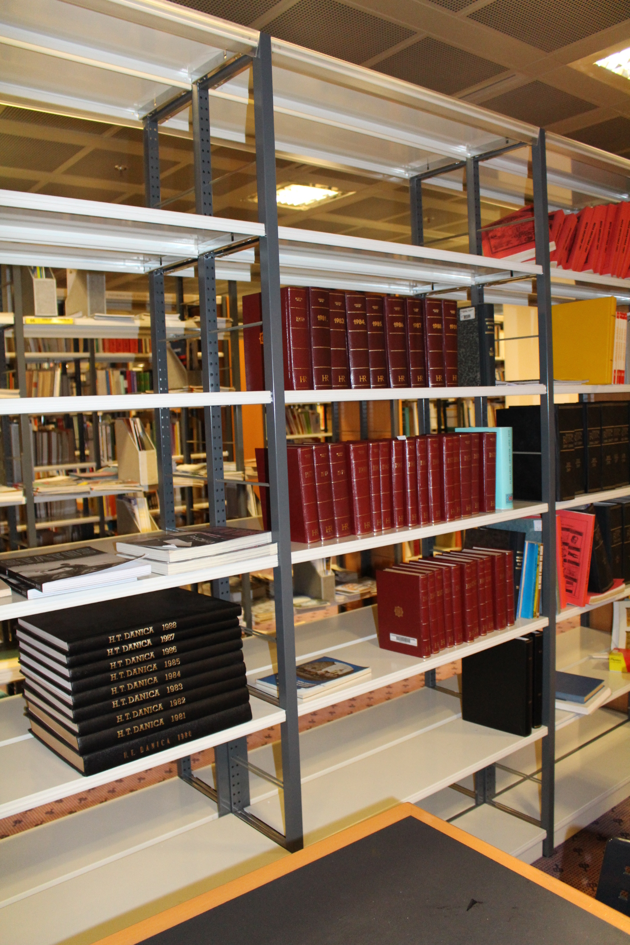 The manner in which books at the Foreign Croatica Collection are preserved.