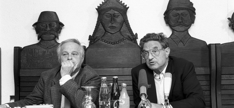 May 1984: signing the contract of Hungarian Academy of Sciences - Soros Foundation New York Committee