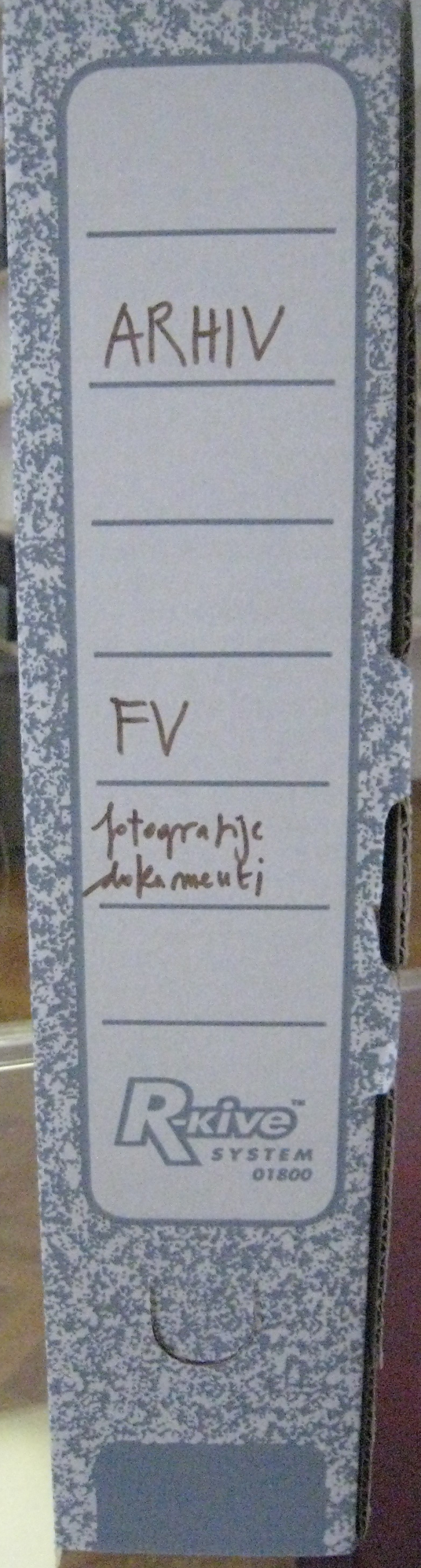 A box with FV 112/15 group archival material: photos, documents at MGLC.