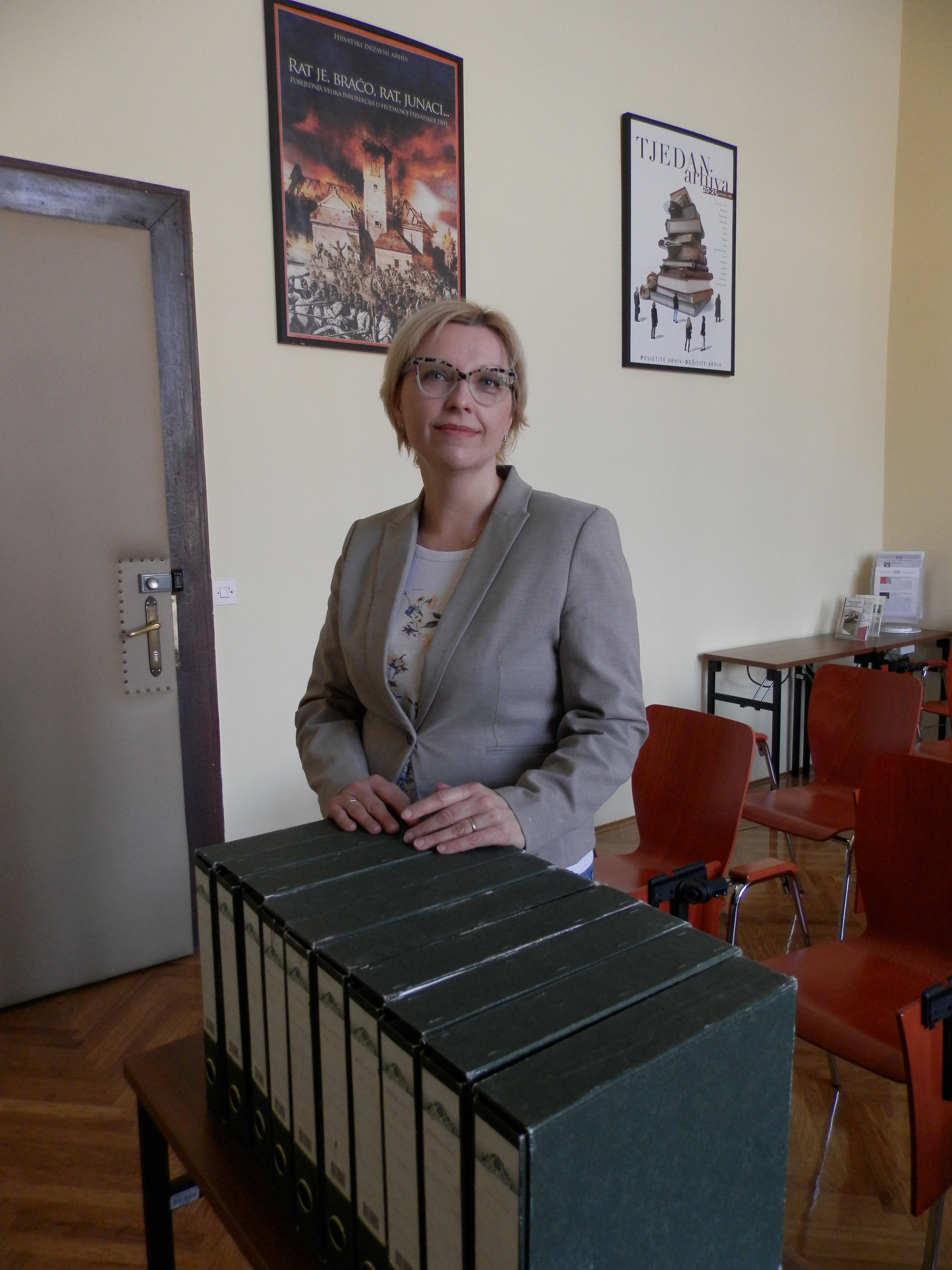 Stakeholder Tatjana Šarić with the Krunoslav Draganović's Collection on World War II and Postwar Victims at the Croatian State Archives (2017-01-10).
