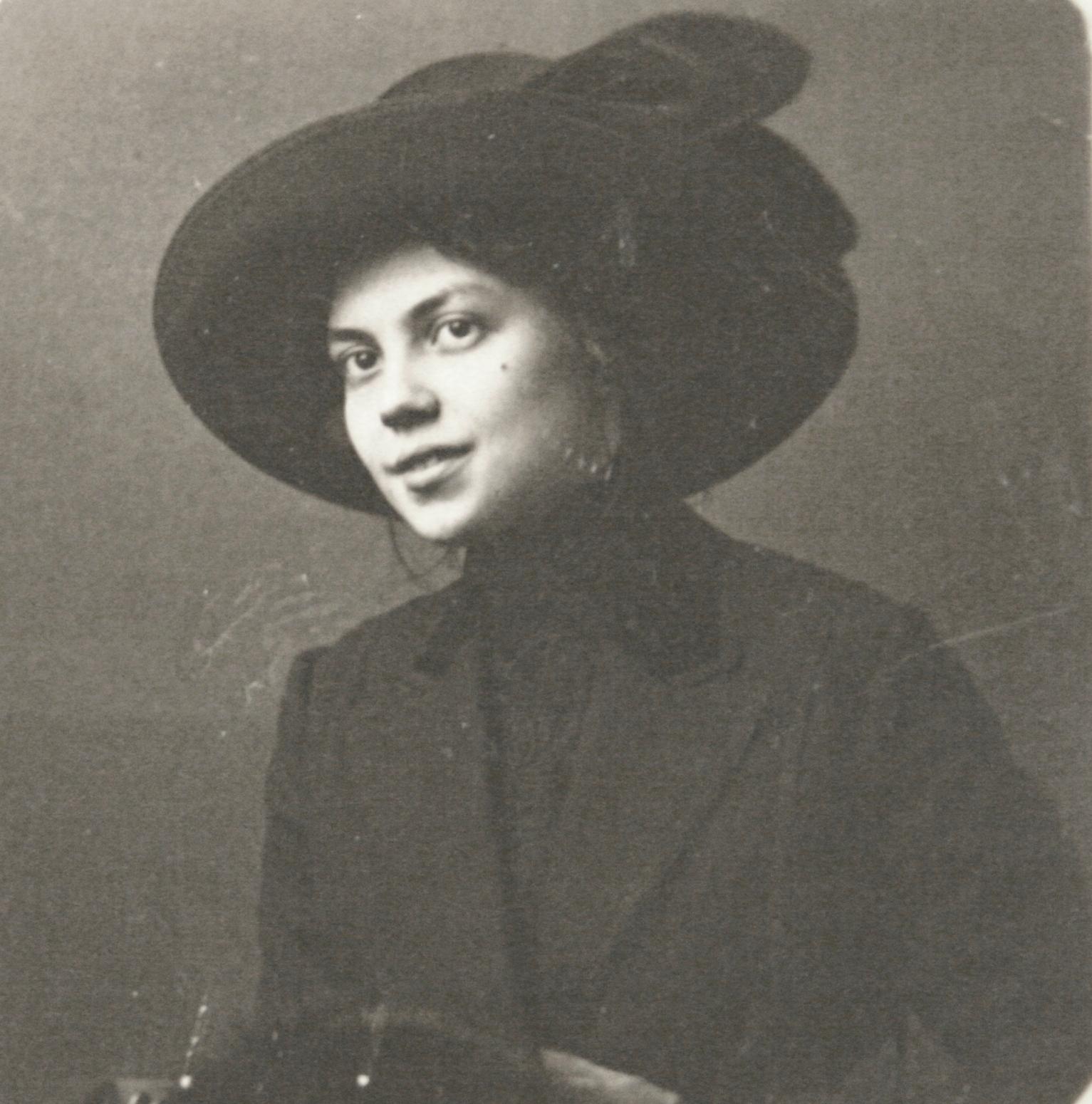István Bibó's mother: Irén Graul, 1910s