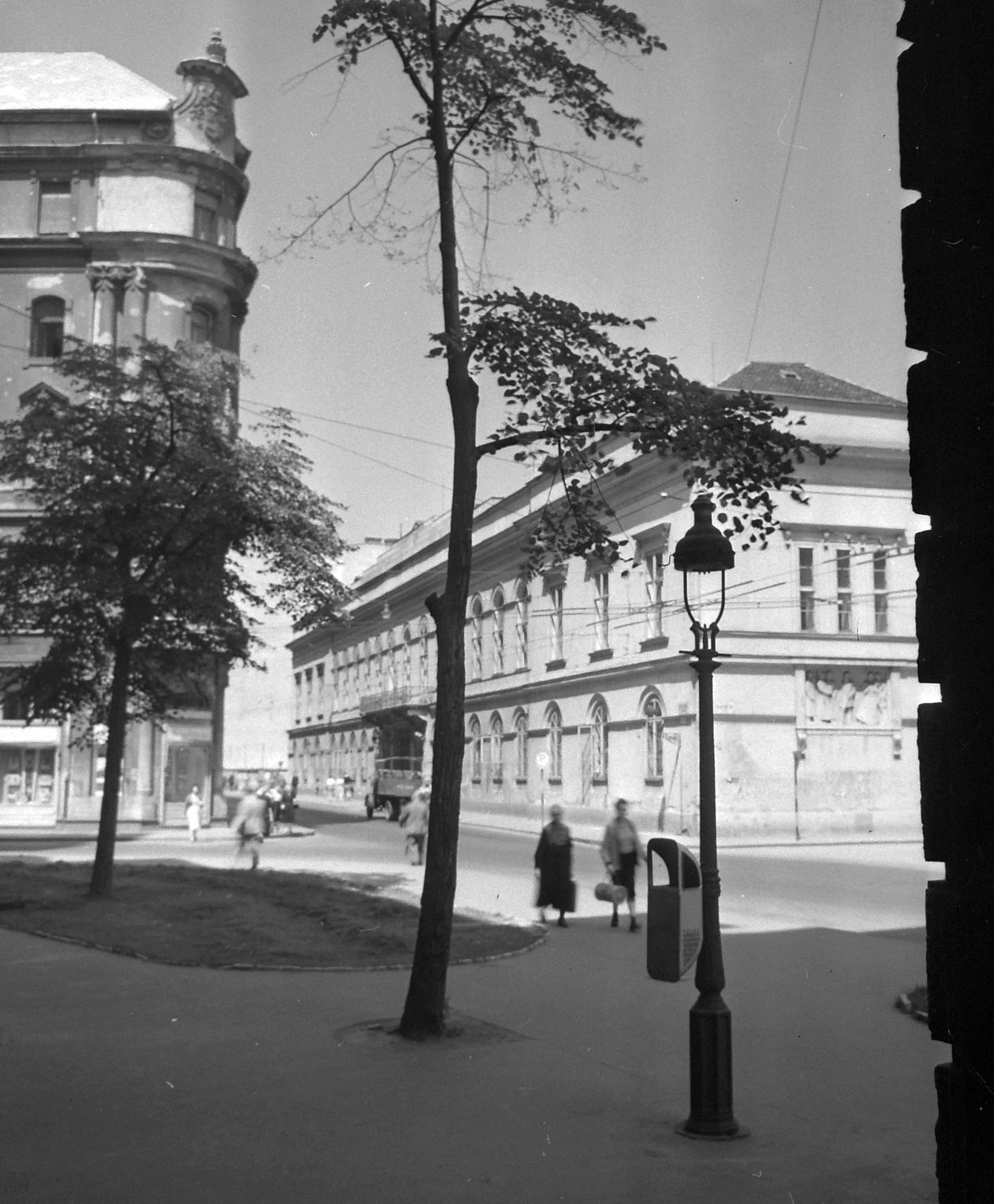 Petőfi Literary Museum / Károlyi Palace (1958)