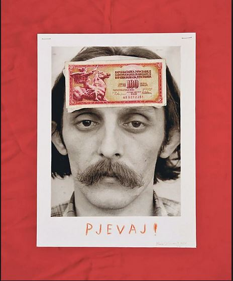 The autoportret of Mladen Stilinović with a Yugoslav banknote on the forehead with the order 'Sing!' (1980), in which he shows the position of the artist in society.