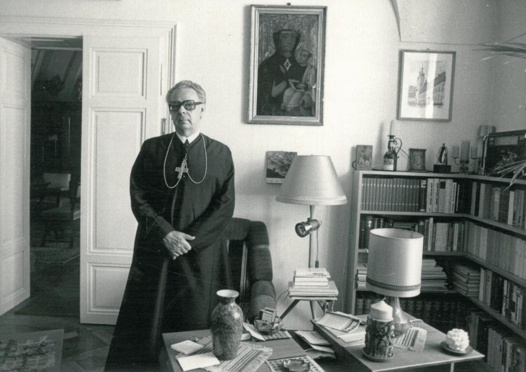 András Szennay, Abbot of Pannonhalma in his office, 1991.