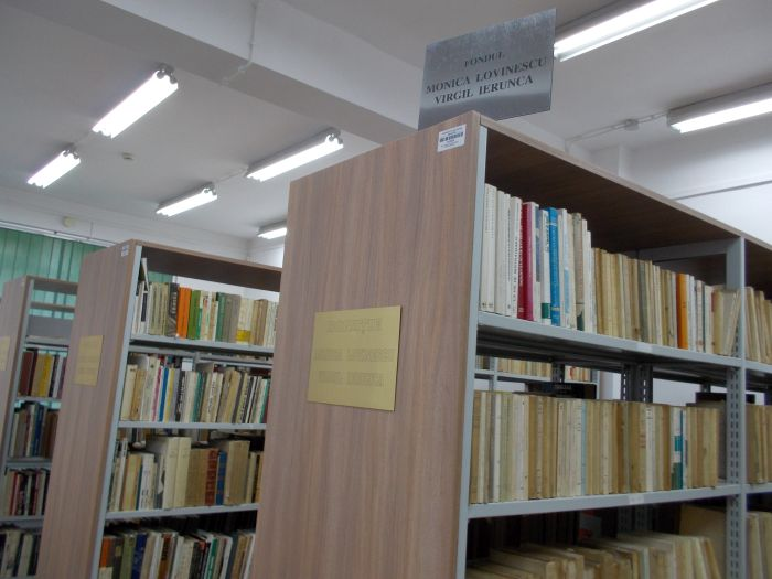 Shelves with books from Monica Lovinescu-Virgil Ierunca Collection  at the Oradea University Library