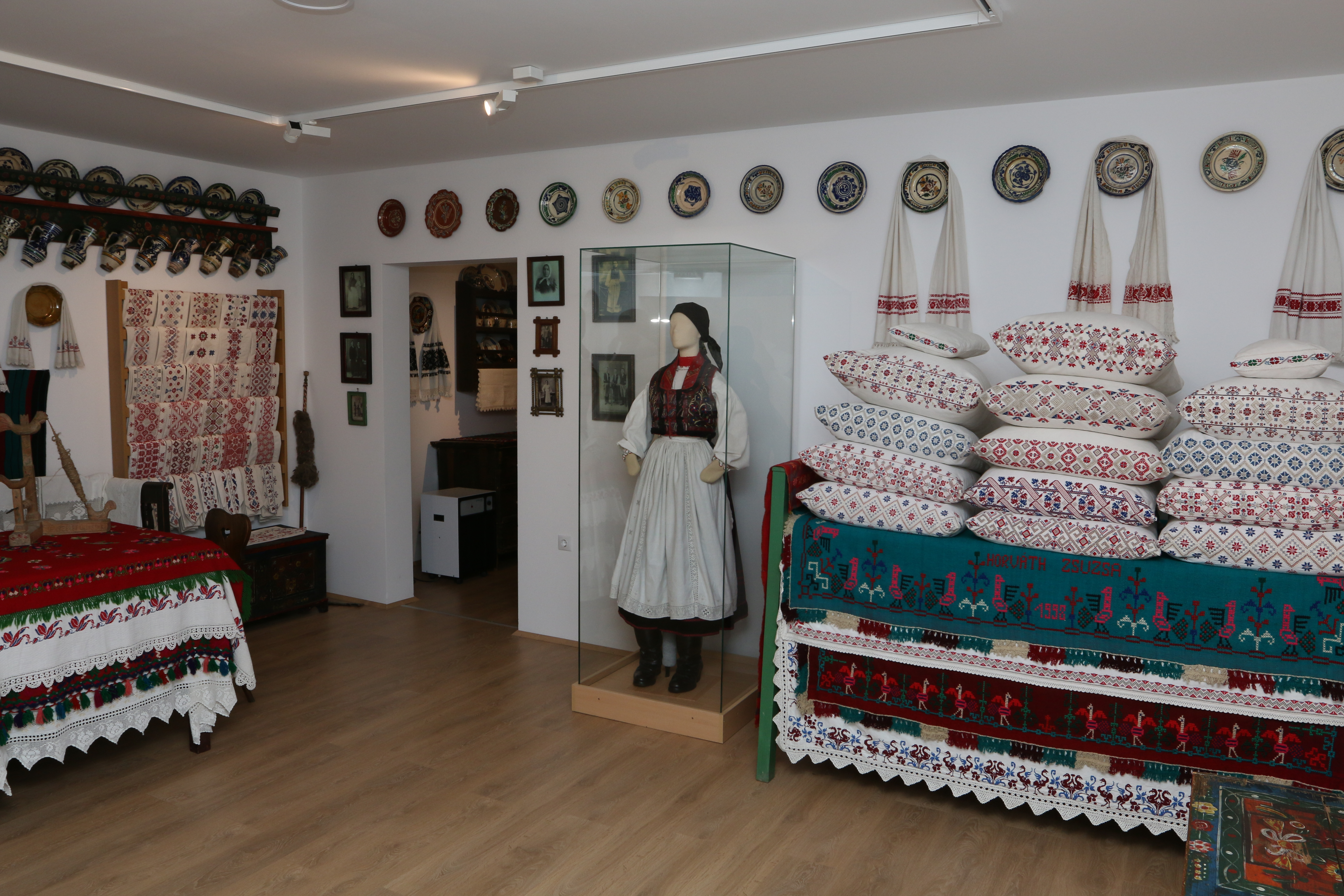 """The """"Clean Room"""" of Răscruci village at Zoltán Kallós Museum and Ethnographic Centre"""