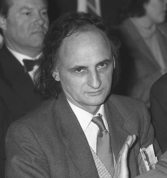 Fotografie a lui Grigore Vieru, 1990