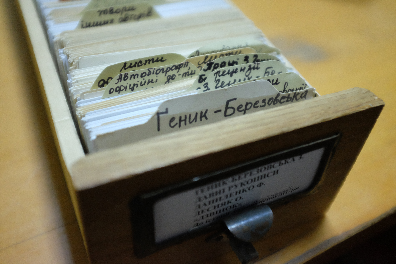 Card catalogue of the Zina Genyk-Berezovska Collection.
