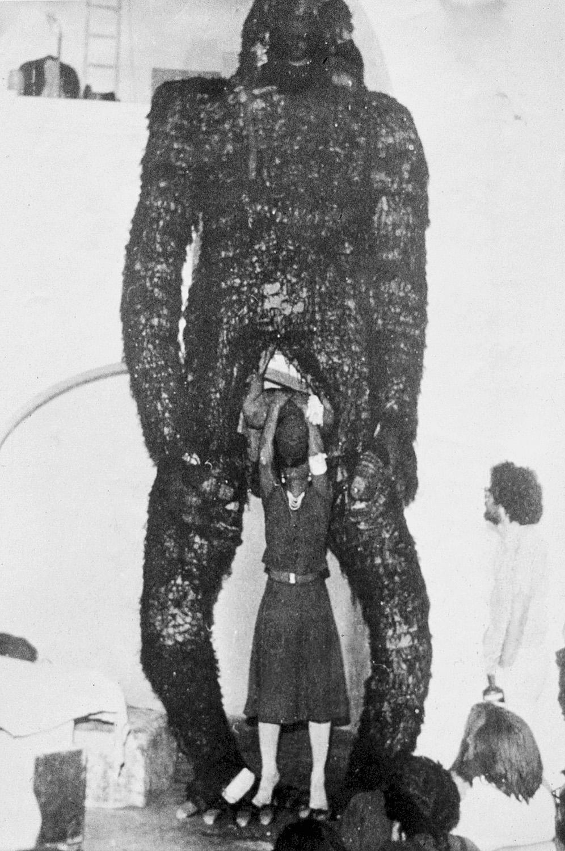 Kassák Theatre's King Kong performance in the Chapel Studio (Balatonboglár, 1973)/ A Kassák Színház King Kong előadása a Kápolnaműteremben (Balatonboglár, 1973)