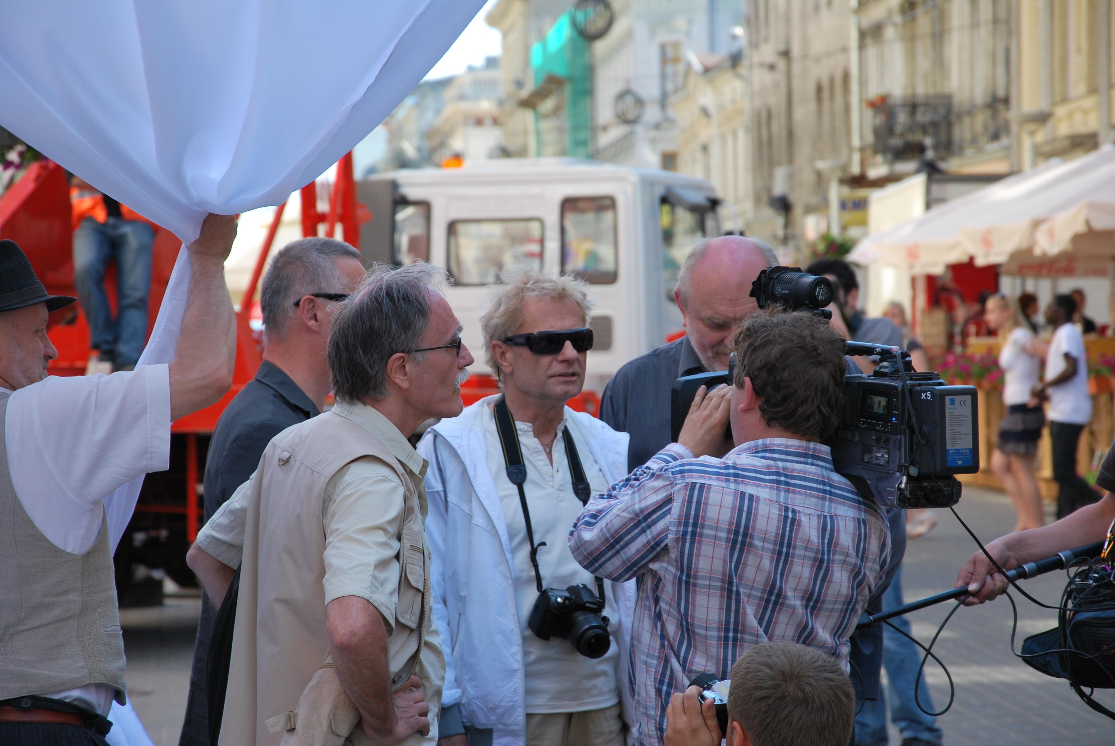 Marek Janiak (w środku) podczas 30-lecia odsłonięcia Pomnika Kamienicy (2011).