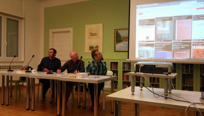 Prezentacija Digitalne Arhivske zbirke časopisa Praxis i Korčulanske ljetne škole. Na slici su Tomislav Medak, Ante Lešaja i Nikola Mokrović.
