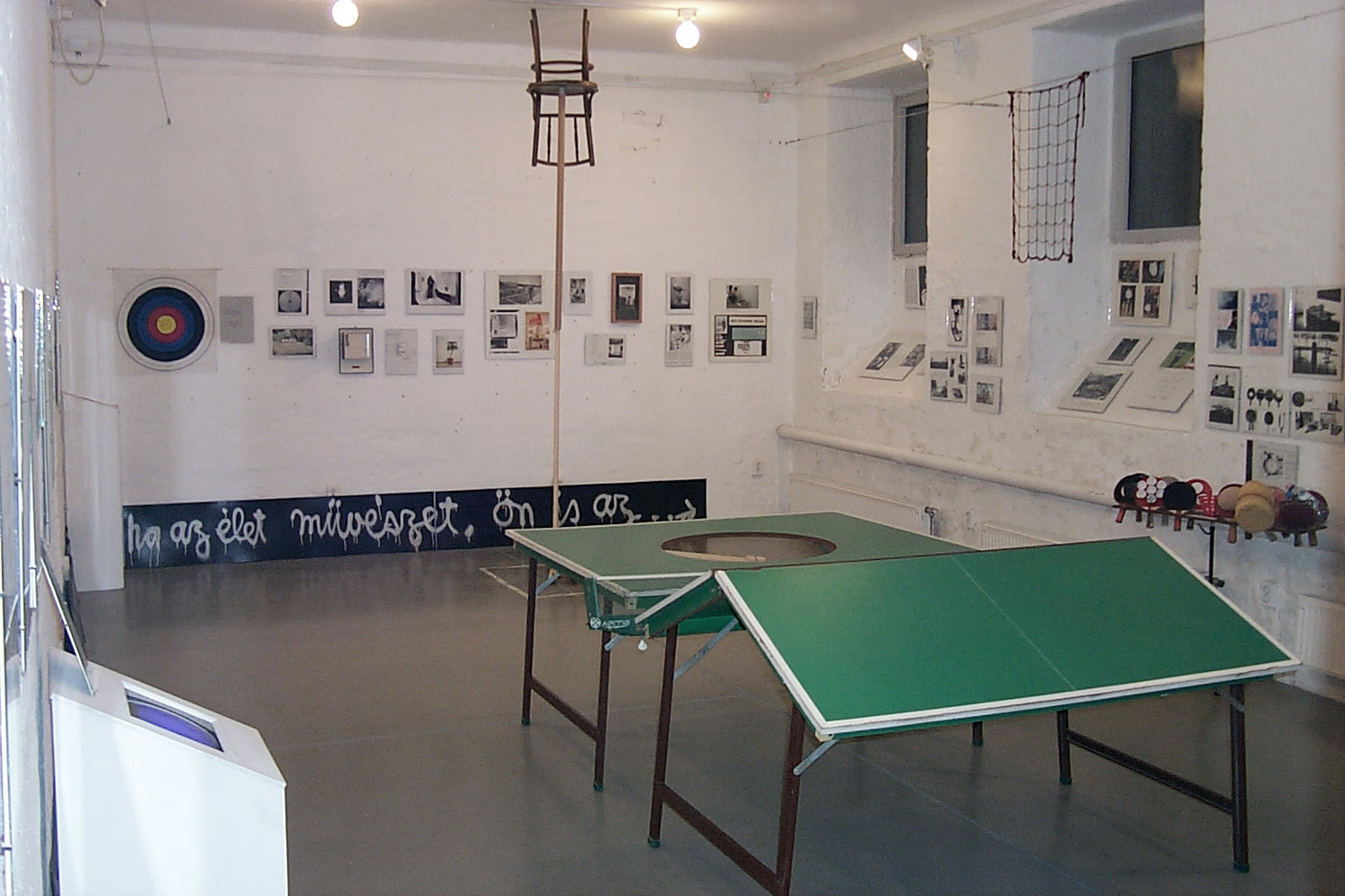 György Galantai: Fluxus Ping-Pong Table and Rackets, 2001. Budapest version of George Maciunas' ping pong table (1976) and ping-pong rackets (1965) at the Impossible Realism exhibition, Artpool P60, Budapest, 2001/Galántai György: Fluxus ping-pong asztal és ütők, 2001. George Maciunas ping-pong asztalának (1976) és ütőinek (1975) budapesti verziója a Lehetetlen Realizmus kiállításon, Artpool P60, Budapest, 2001