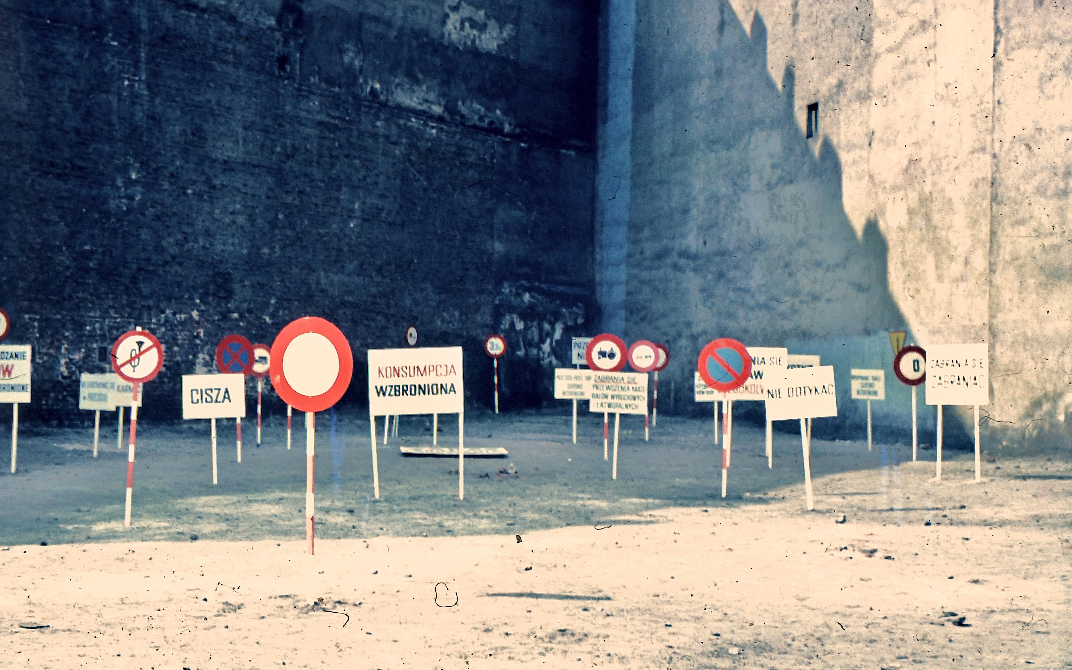 Photography of Ewa Partum installation 'Legalność przestrzeni', Łódź, 1971. Photo from the Artum Foundation archive.