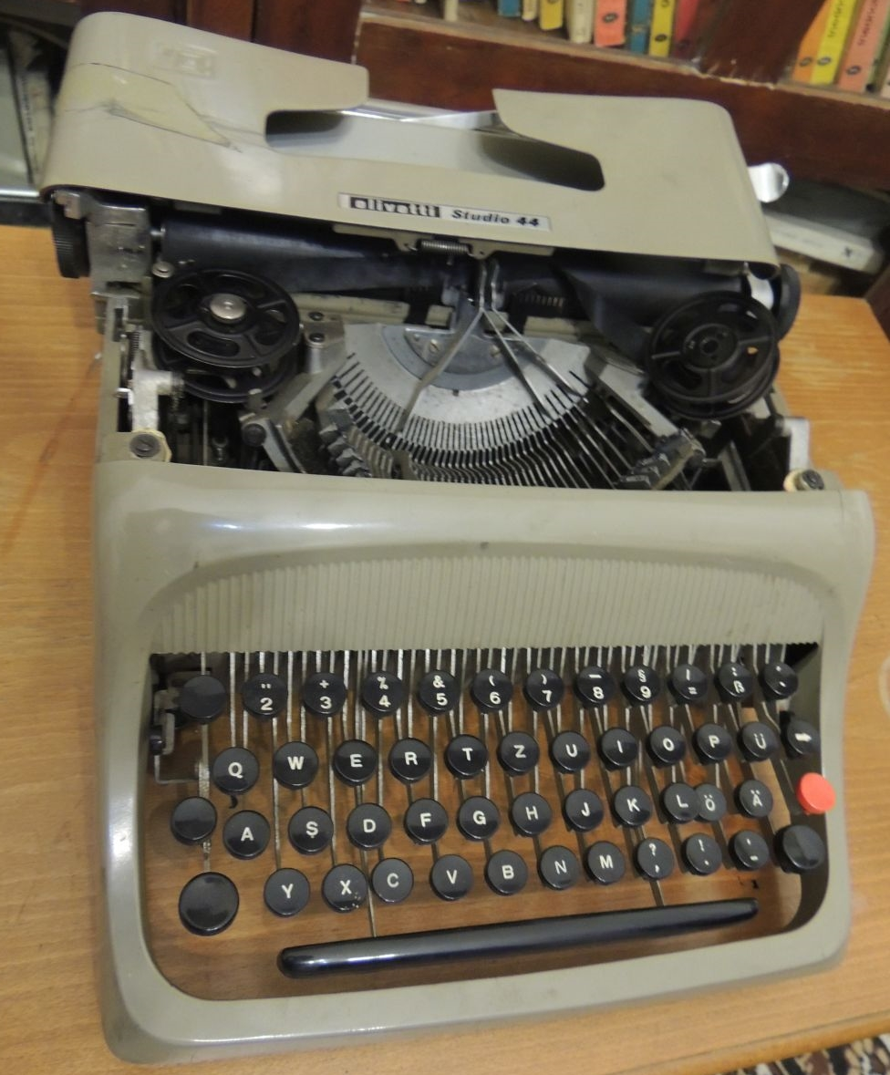 The typewriter used by Ion Monoran