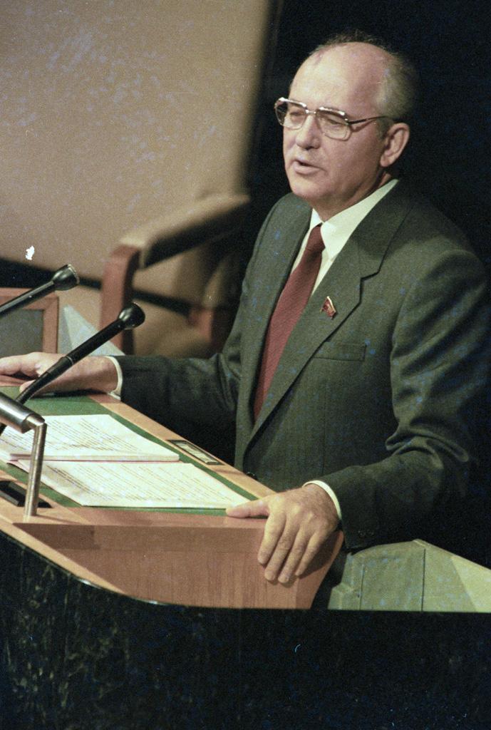 Gorbaciov adresându-se Adunării Generale a Națiunilor Unite, decembrie 1988