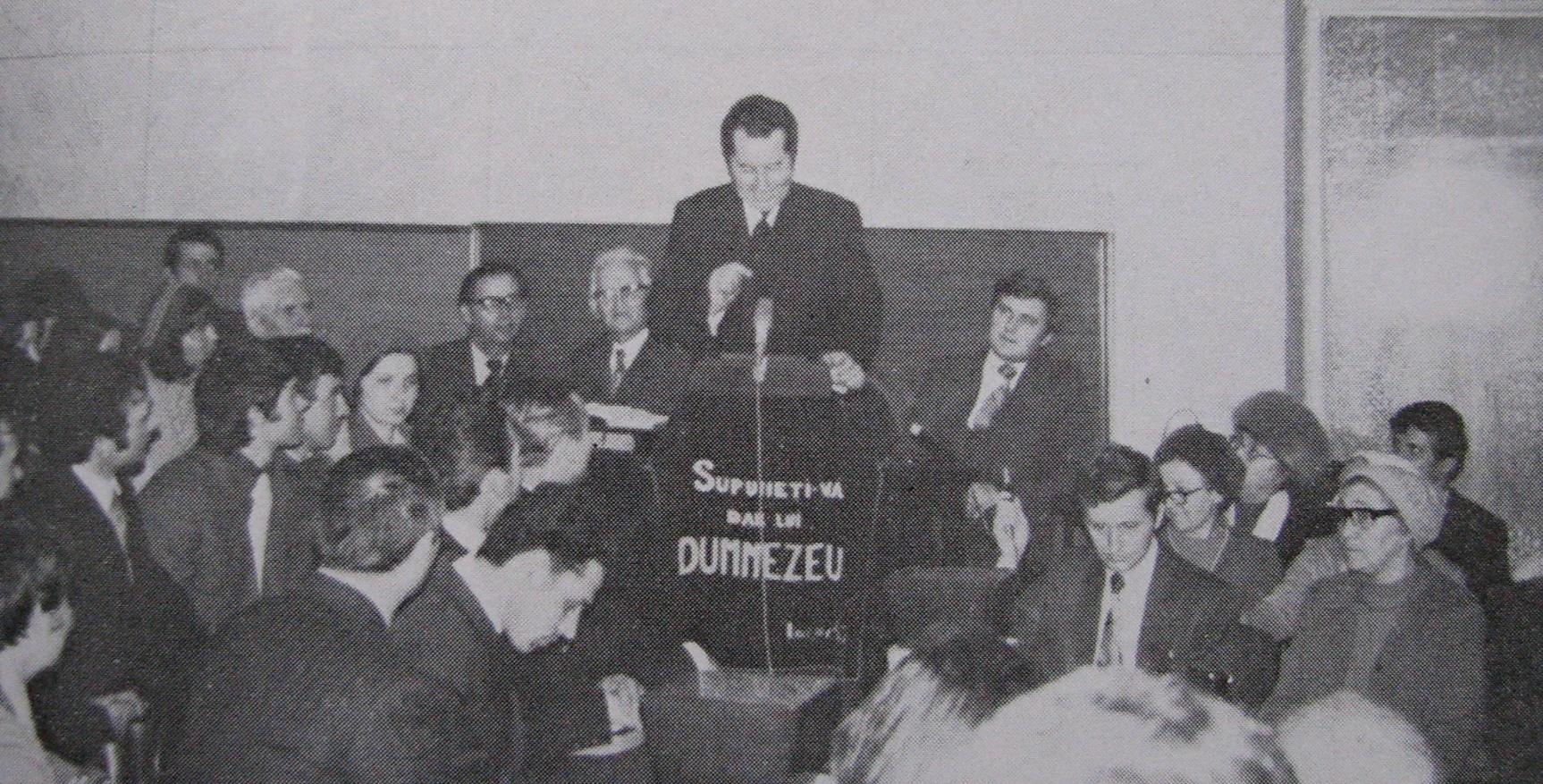Iosif Țon in timpul unei predici in Bucuresti in 1977