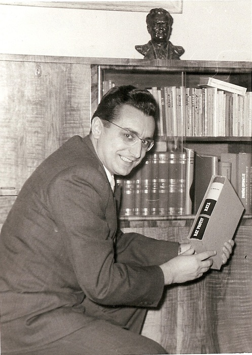 Frajno Tuđman holding his book War against War, 1958.