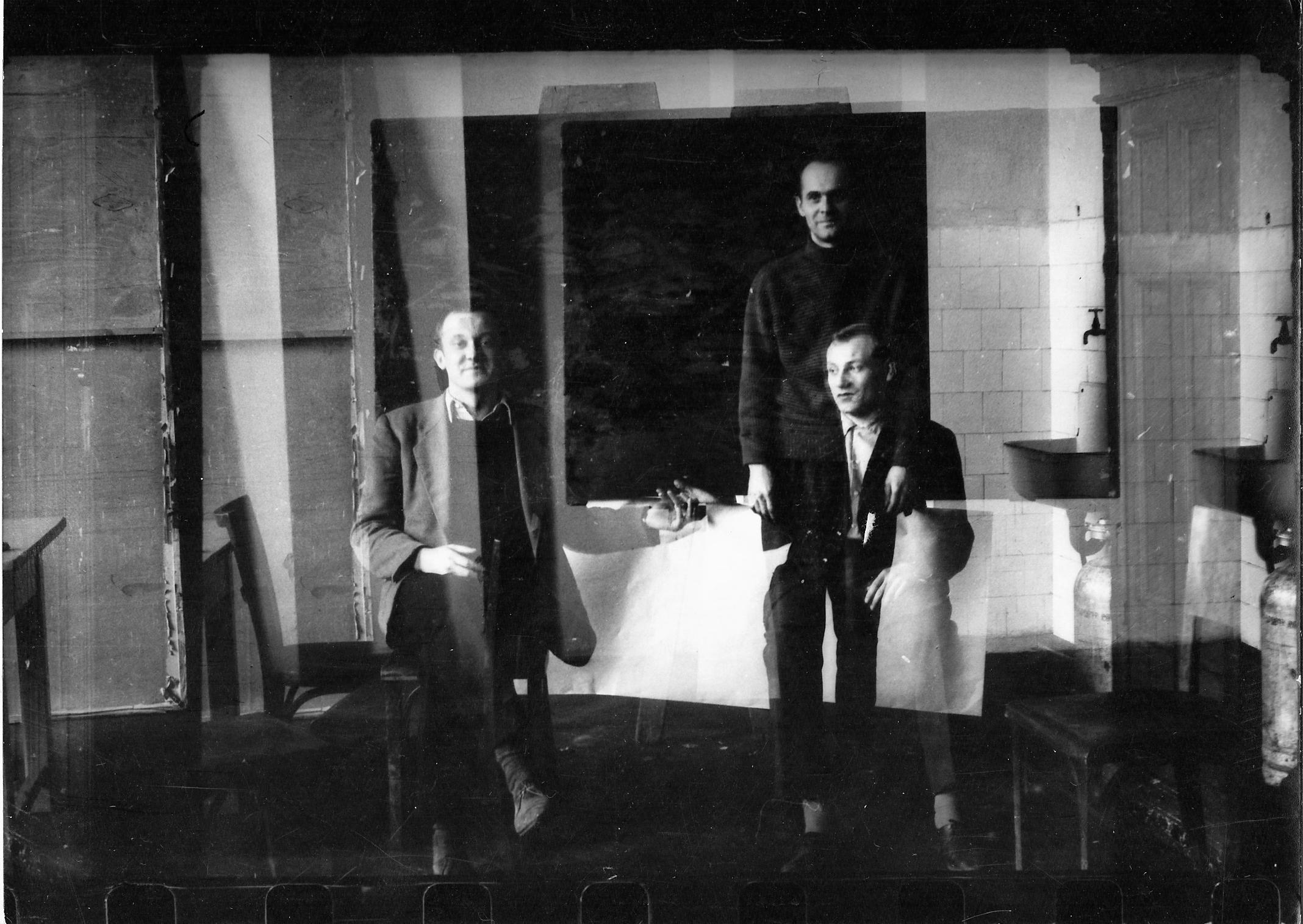 Deim Pál Altorjai Sándorral és Baranyai Andrásal a Képzőművészeti Főiskolán, 1960-ban. Fotó: Deim Pál