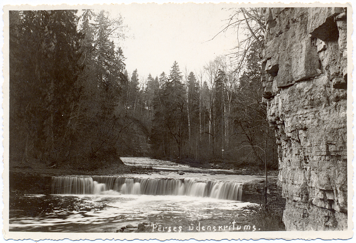 Waterfall on River Pērse near estuary to Daugava River. Koknese, 1920s-1930s. Author: V. Liepiņš.