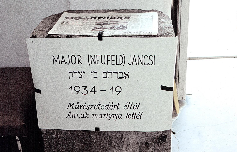 Major, János: Living Tombstone (Chapel Studio, Balatonboglár, 1973), photo of the plinth