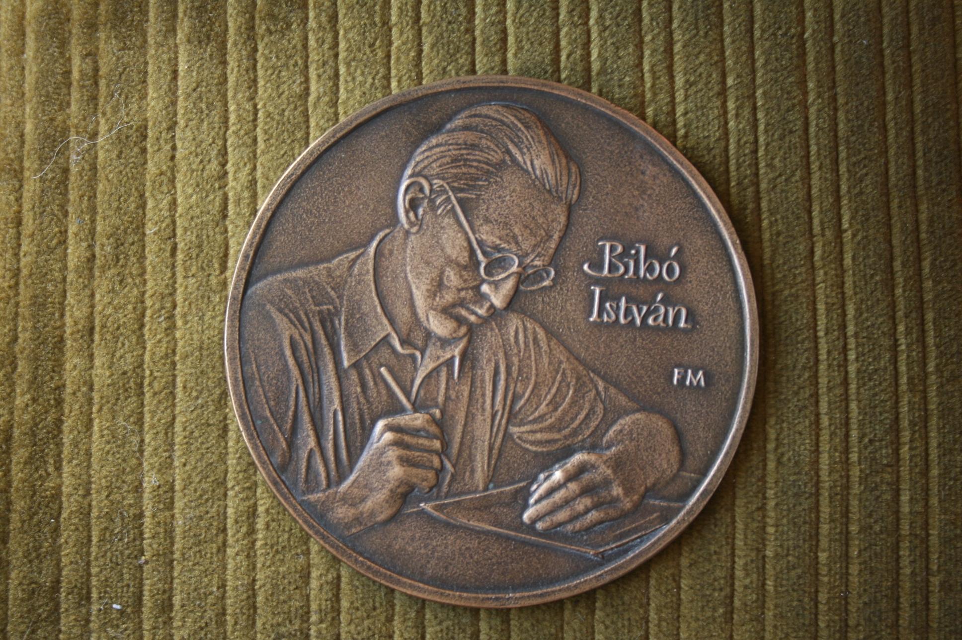 István Bibó's memorial plaquette.Master: Fritz, Mihály, 2011
