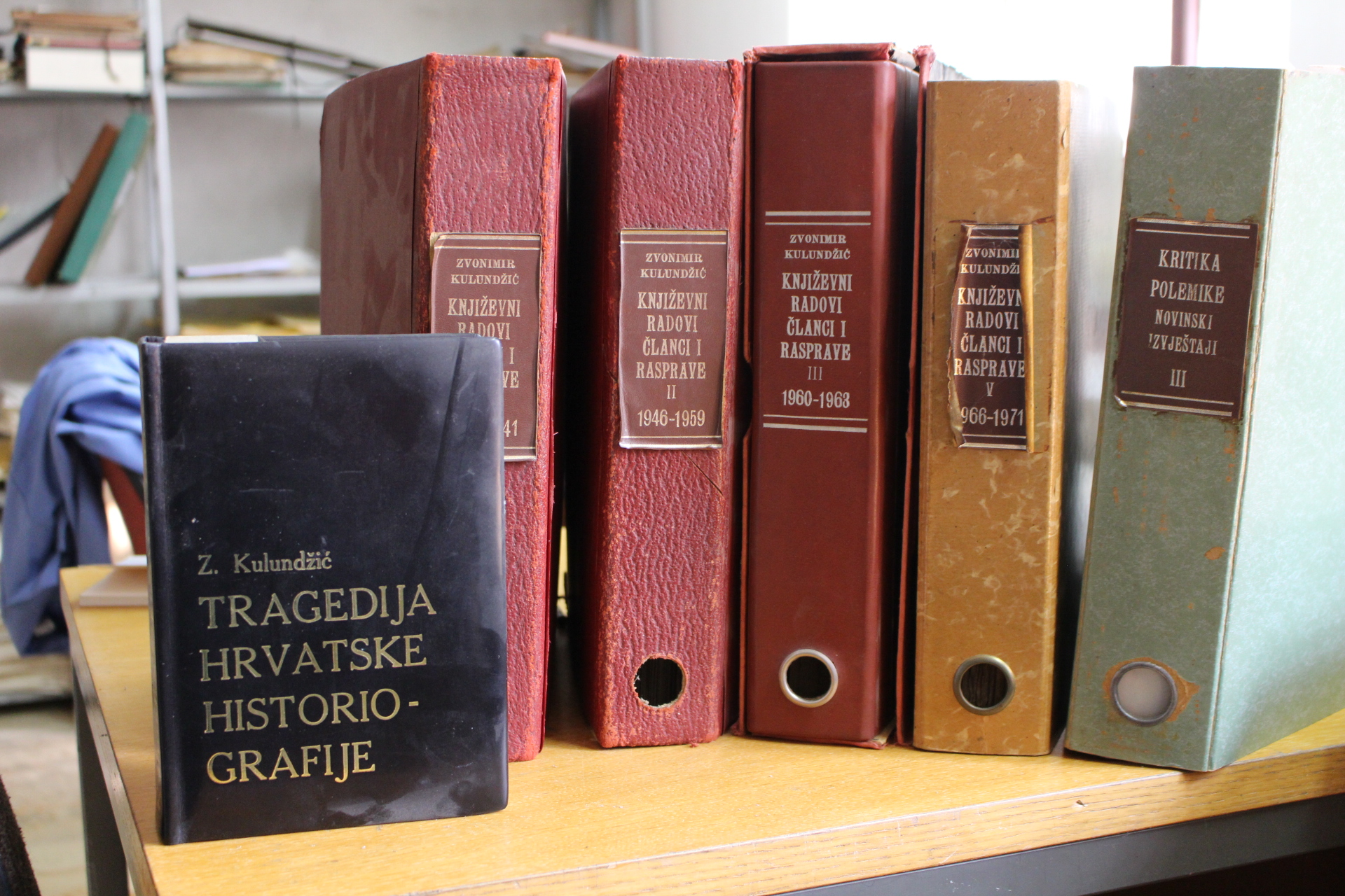 Folders with Zvonimir Kulundžić's published papers and his book The Tragedy of Croatian Historiography at the State Archives in Osijek (2017-03-15).
