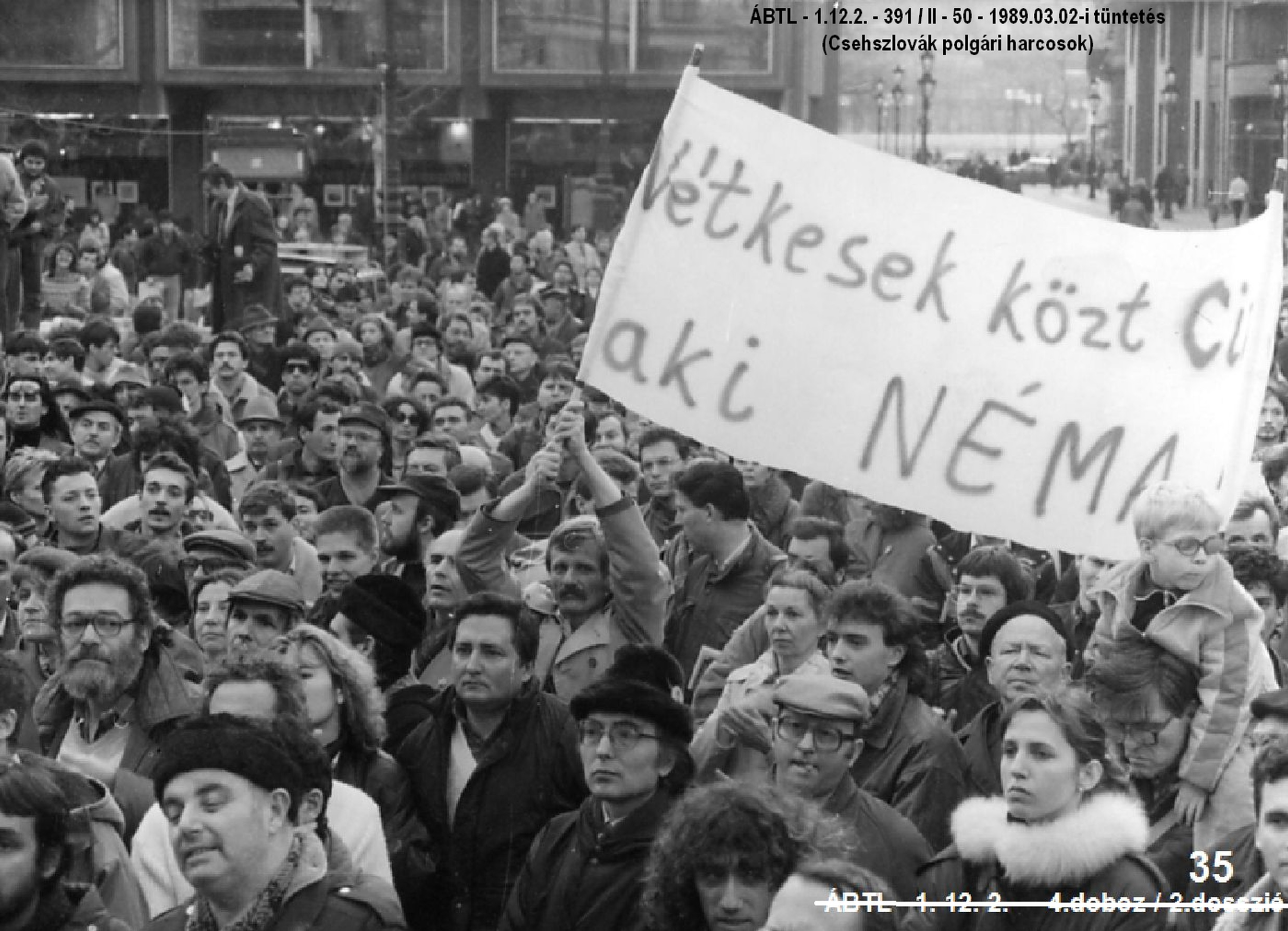 "State security photo about the ""Protest against the persistent imprisonment of civil activists"" (2. March 1989.)"
