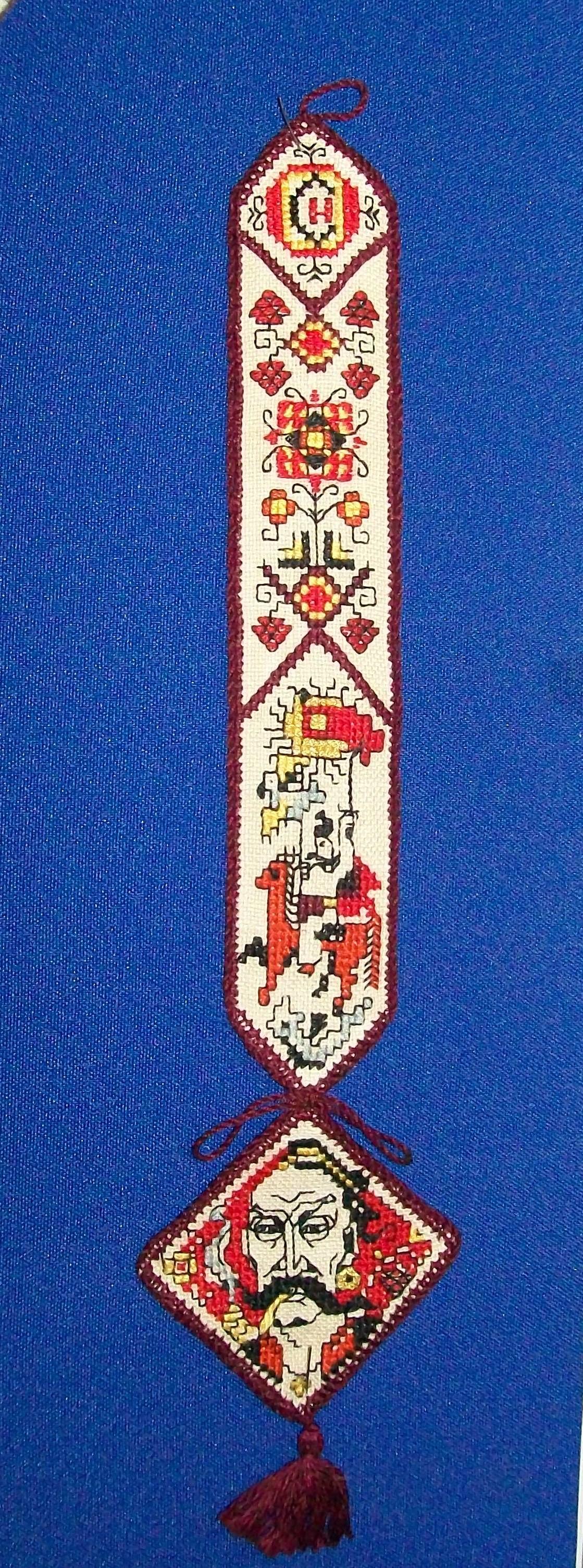 Svitlychna, Nadia. Bookmark embroidered in Mordovia, 1970s. Applied arts object.
