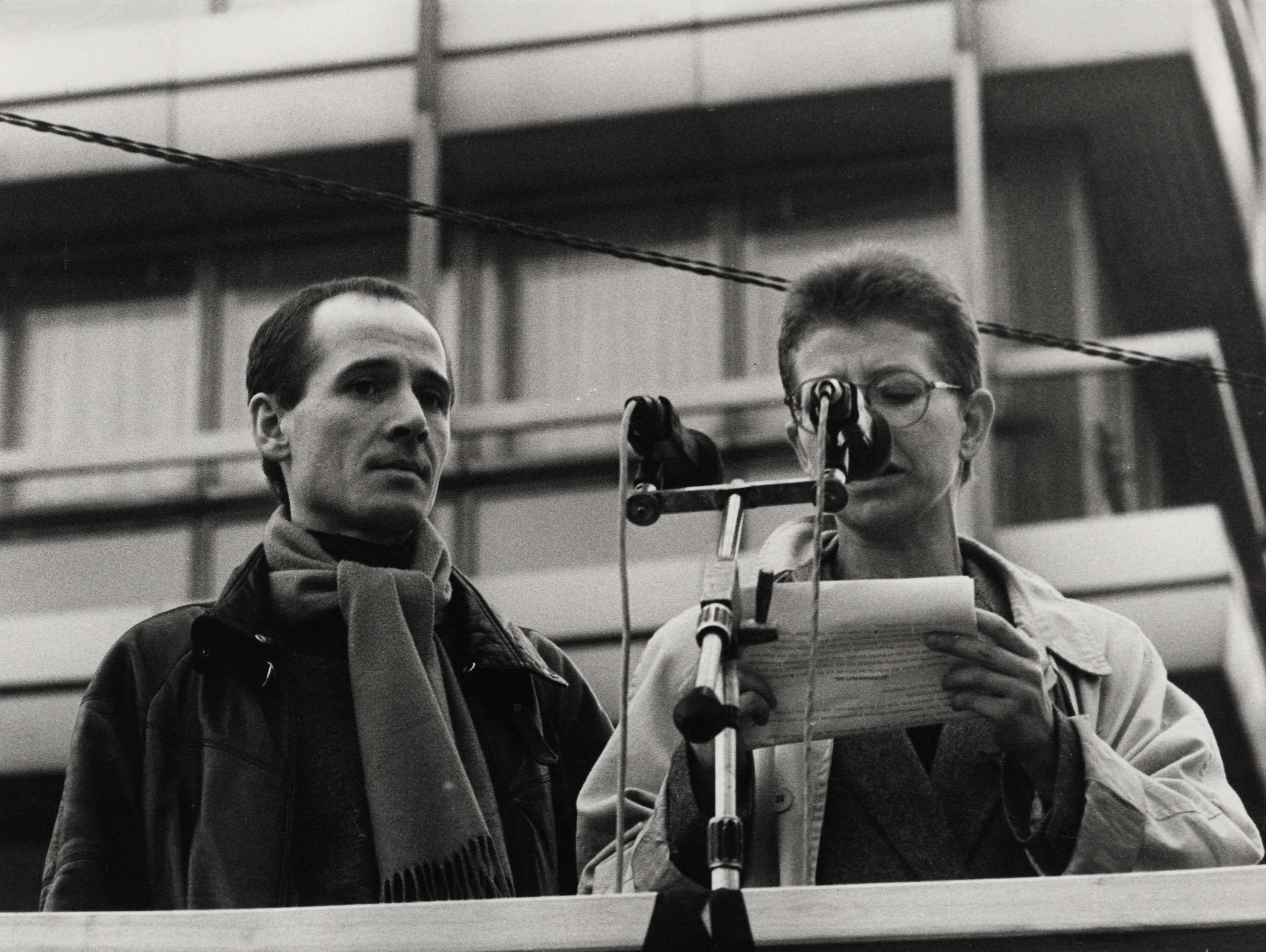 Ulrich Mühe (left) and Johanna Schall at the mass demonstration of the GDR opposition - initiated by theatre people -  4.11.1989 in East-Berlin.