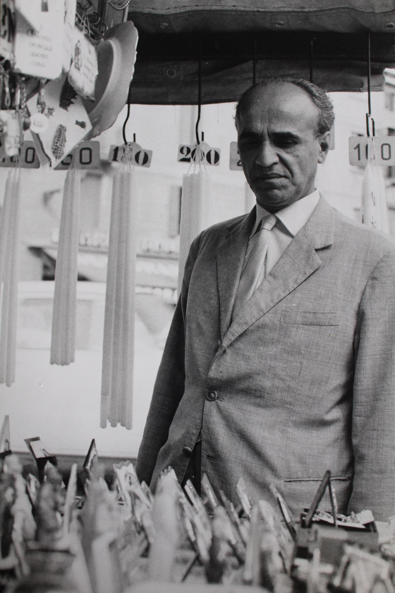 Nikola Čolak na Piazza del Santo ispred bazilike sv. Antuna u Padovi u rujnu 1966. nakon odlaska u emigraciju.